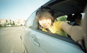 Autoportrait d'Ashley Ang, dans une voiture