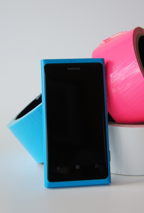 Le devant du Nokia Lumia 800, cyan