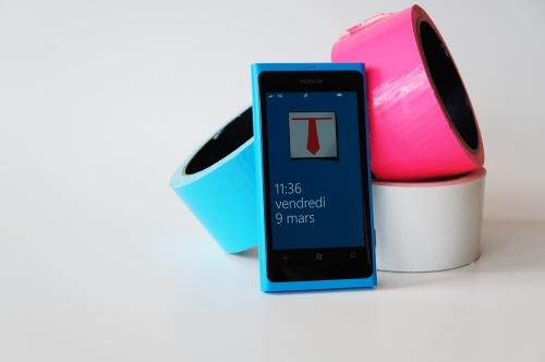 Lumia 800 en cyan avec logo de Monsieur Camion