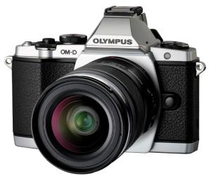 Olympus OM-D EM-5, en gris argenté, avec objectif 14-50