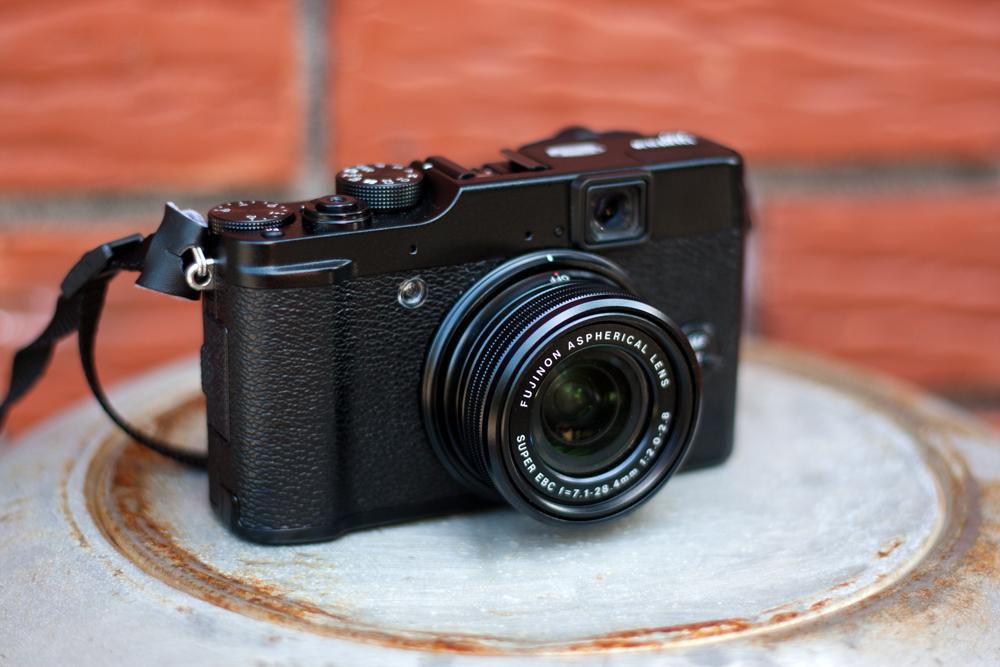 Fujifilm X10, vu de devant