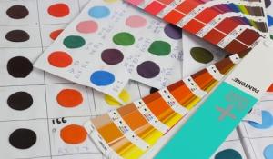 Sugru, pendant le processus de préparation des couleurs